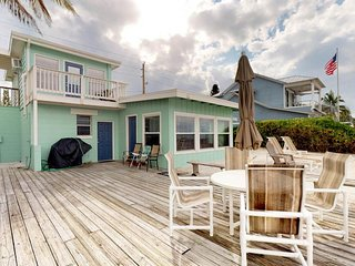 Waterfront dog-friendly bungalow w/ bay views - watch for dolphins from deck!
