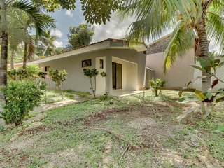 Condo with shared pool, great staff service, near beach & dining