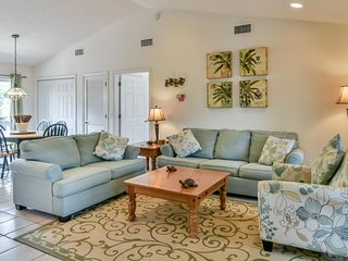 Sunny home w/ private yard, patio & firepit - 3 blocks to the white sand beach!