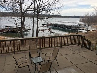 Beautiful Waterfront Table Rock Lake 2-Bedroom