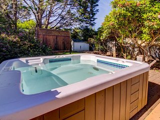 Dog-friendly cabin w/ private hot tub; sand dune access