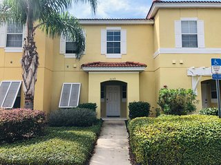 Awesome 3BD/2.5BA Townhouse 10 min from Disney