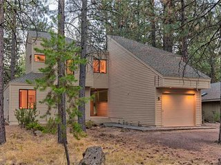 Fabulous home located in the heart of Sunriver. Free SHARC Passes.