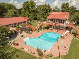 Morning Star Ranch Combo - AC/ WiFi/ Swimming pool/ Spacious grounds/ Sleeps 14