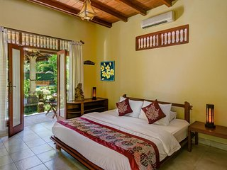06 Bedroom Villa with Garden View