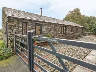 HOWES BECK COTTAGE, all ground floor, pet friendly, woodburner, in Bampton