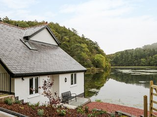 THE BOATHOUSE AT THE FISHERIES, lakeside, Afonwen