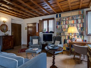 PIAZZA NAVONA ENCHANTING PENTHOUSE