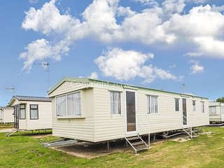 8 berth caravan at St Osyth Holiday Park, in St Osyth - Essex. REF 28015FV