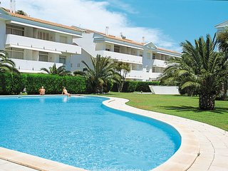2 bedroom Apartment with Pool, WiFi and Walk to Beach & Shops - 5768860