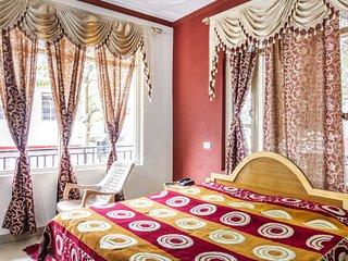 Vibrant accommodation for 3, close to Dalai Lama Temple