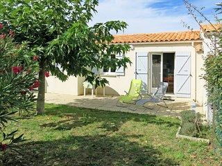 2 bedroom Villa in La Brée-les-Bains, Nouvelle-Aquitaine, France : ref 5436488