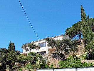 2 bedroom Apartment in Le Lavandou, Provence-Alpes-Cote d'Azur, France : ref 564