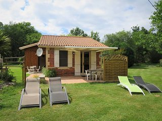 2 bedroom Villa in Saint-Isidore, Nouvelle-Aquitaine, France : ref 5435004