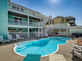 Sandy Claws | 980 ft from the beach | Dog Friendly, Private Pool, Hot Tub