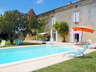 6 bedroom Chateau in Villars-en-Pons, Nouvelle-Aquitaine, France : ref 5681235