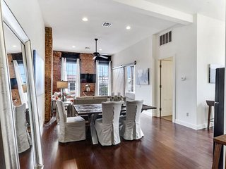 1 BR Condo #D on Magazine street by Hosteeva