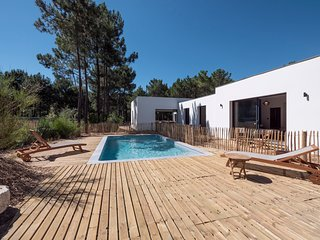 7 bedroom Villa in Les Mathes, Nouvelle-Aquitaine, France : ref 5681236