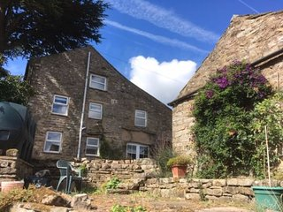 Charming converted stable in Crackpot, sleeping 3, dog-friendly, wifi