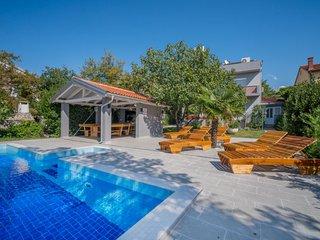 4 bedroom Villa in Jadranovo, Primorsko-Goranska Zupanija, Croatia : ref 5681223