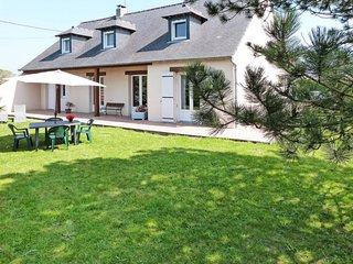 4 bedroom Villa with Walk to Shops - 5794984