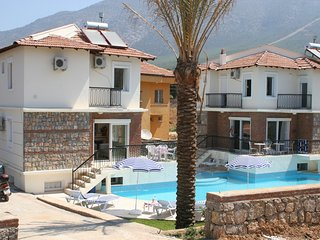 Excellent 4 Bed Villa with Air Conditioning, Pool and fantastic location