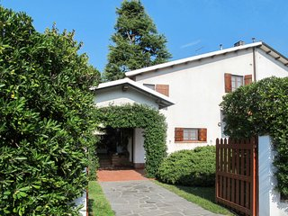 3 bedroom Villa in Forte dei Marmi, Tuscany, Italy : ref 5678985