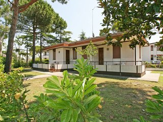 Cavallino Holiday Home Sleeps 5 with Pool Air Con and WiFi - 5656095