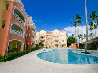 Large 1 Bedroom Apartment in Heart of Los Corales