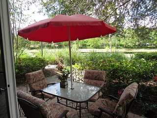 Awesome Grd Fl in  Weston:  Lakeview Patio,  BBQ, Pool, Gym, Tennis  SLEEPS 6