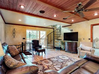 NEW LISTING! Relaxing & secluded golf course cabin on hole #7, near beach access