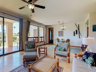 Corner condo on golf course w/ lanai & shared pool/hot tub - great for couples!