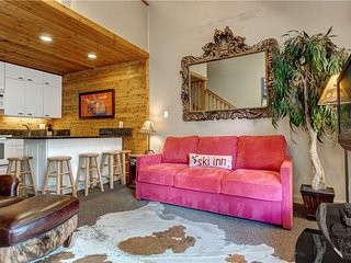 Park City's Hidden Gem- Downtown, HotTub/Pool, Free Shuttle, Walk to Everything!