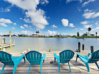 Nautical Waterfront 3BR on Salt Lake w/ Private Boat Dock, Deck & Kayaks