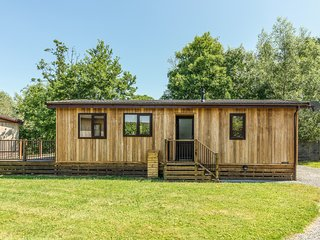 LIME LODGE, detached riverside log cabin, romantic, open plan, WiFi, near Clun,