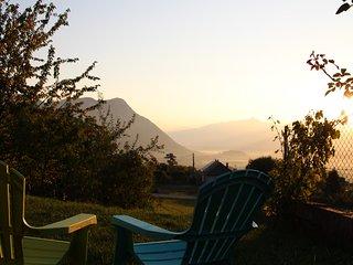 L'Apaloi ****, vue montagnes, terrasse, vignoble