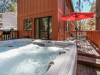 ~Inn Between Pines~Log Home~Hot Tub~Game Table~Central Location~