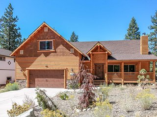 ~Luxury On Eagle Ridge~Gorgeous Custom Log Home~Packed Garage Game Room~