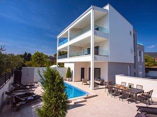 5 bedroom Villa in Kaštel Novi, Splitsko-Dalmatinska Županija, Croatia : ref 568