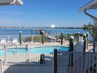 Barry Beach - Waterfront Cozy House with Dock & Heated Pool!