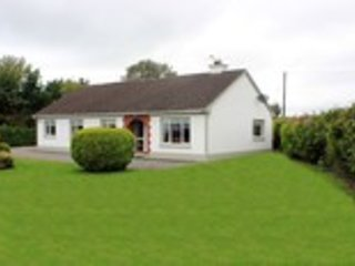Woodview Cottage Self Catering Holiday Home in Midlands Ireland, holiday rental in Athlone