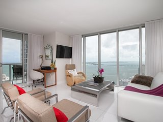 01044 Best Brickell  highest water and city view 3bed/2bathrooms