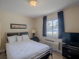 Comfortable Studio near Beach w/ WiFi, Gym & Complex Pool Access