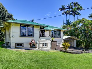 Great Low Price Beauty -- Historic Plantation-Style Home in Central HiloTown