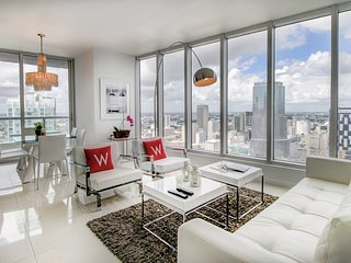 00441 MIAMI  LUXURY  CORNER UNIT , GREAT VIEW. 3BEDS 2BATHROOMS