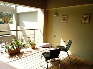 Blue apartment close to Port, TEI / wifi+ PARKING