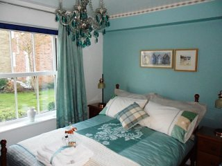One Bedroom Apartment, Sleeps 4. Pet Friendly, Free Wi-Fi. The Seahorse
