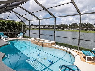 Villa HunnyPot - 4 bed lakeside villa just minutes from Disney