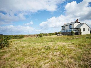 Magical Renovated 4 Bedroom Cottage by the Sea, nr Tintagel