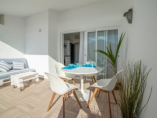 Lightbooking- 'Aguila' Beach Apartment
